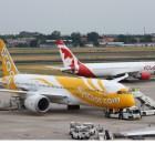 Boeing 787 der Scoot und 767-300ER der Air Canada Rouge am Flughafen Tegel