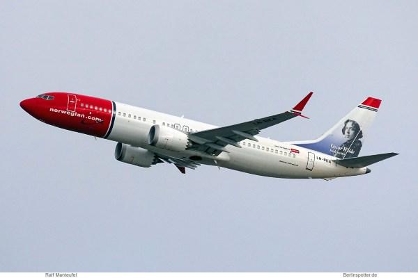 Norwegian Air Shuttle, Boeing 737 MAX 8 LN-BKA, Oscar Wilde im Tail (SXF 12.3.2019)