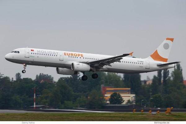Holiday Europe, Airbus A321-200 TC-OBZ (TXL 31.7.2019)