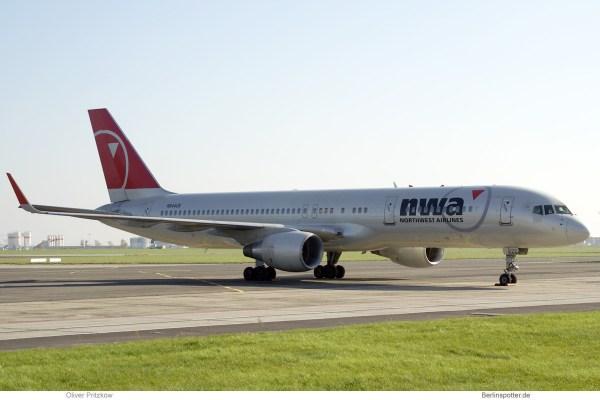 Northwest Airlines, Boeing 757-200(WL) N544US (SXF 13.10.2008)