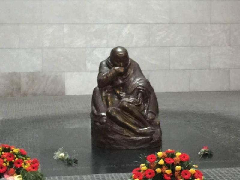 Neue Wache med Käthe Kollwitch Mutter mit totem Sohn