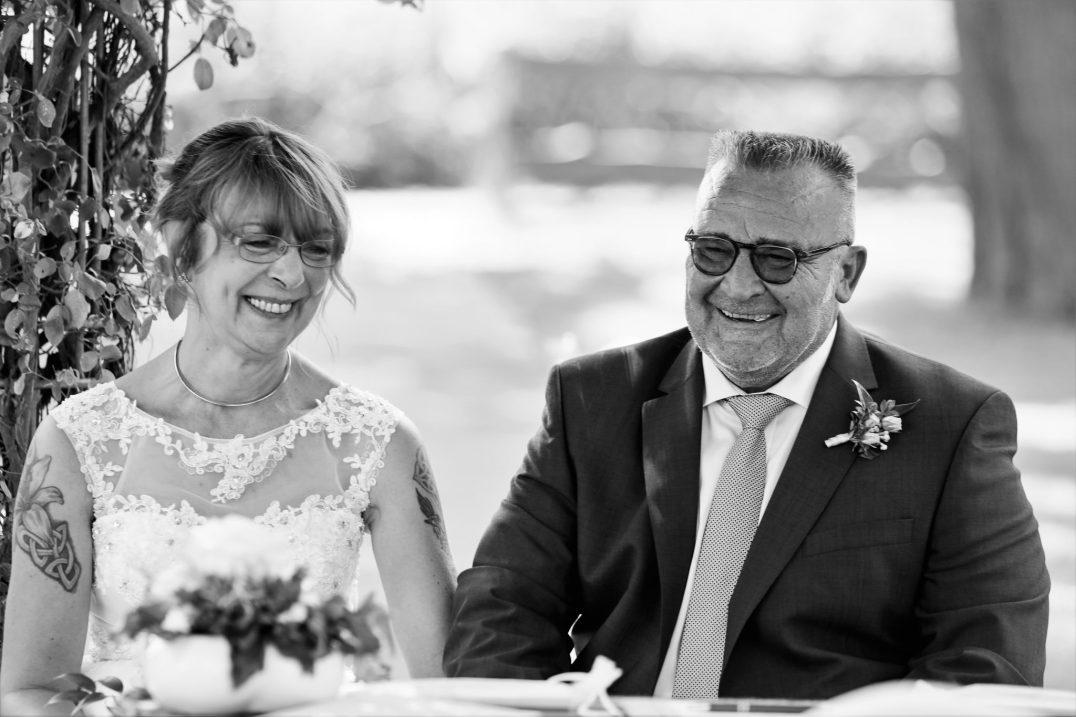 glückliches Brautpaar auf Schloß Diedersdorf