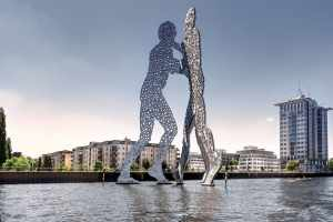 Statue im Wasser in Kreuzberg