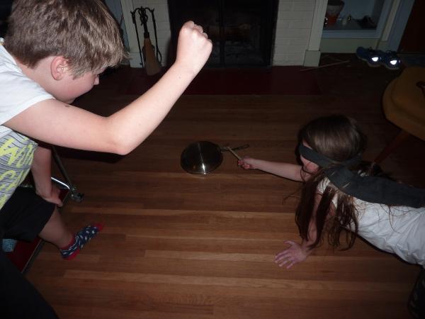 topfschlagen - pot whacking - german kids birthday games