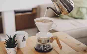 coffeecircle-zubereitungstipps-filterkaffee-5-wasser-einschenken