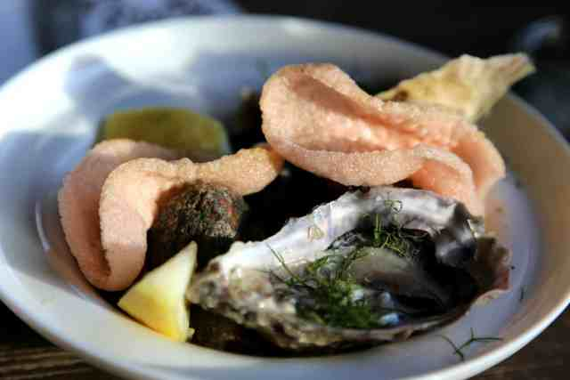 seafood sundays berlin birgit & bier oysters and prawn crackers