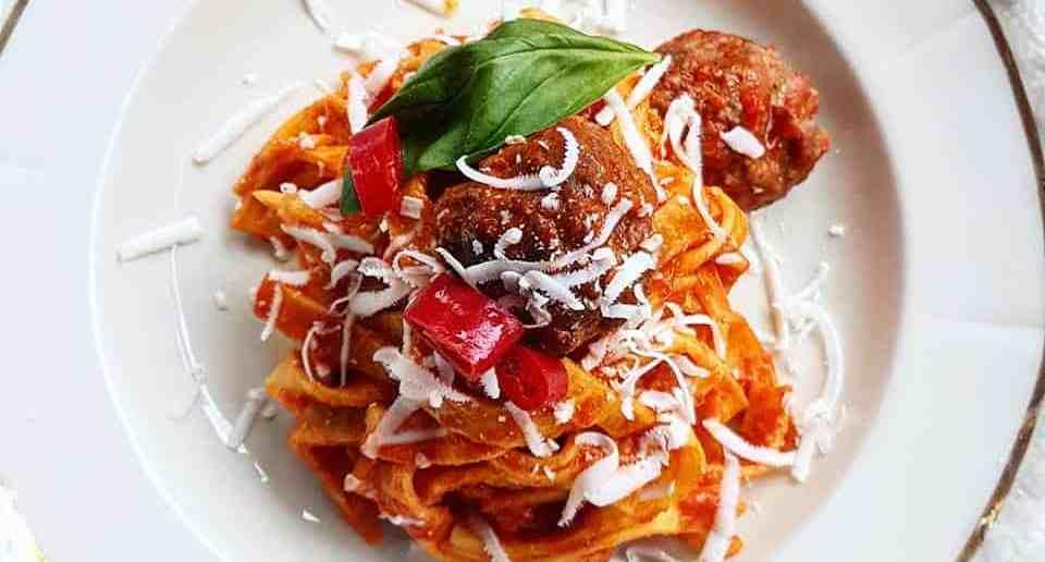 Spazio_Homemade tagliatelle with meatballs ragout