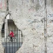 © Morgana Bartolomei, Hole, wall, bicycle and cyclist, BY-SA CC 0.0