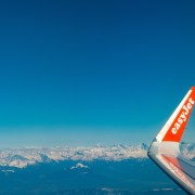© Simon Fitall, Flying out of Geneva, BY-SA CC 0.0