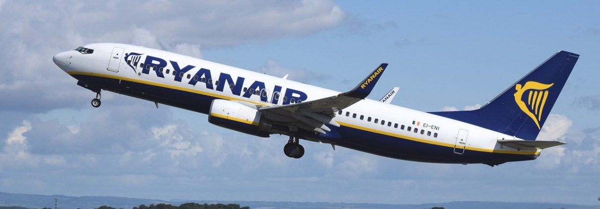 https://pixabay.com/it/aereo-aeromobili-commerciale-744876/