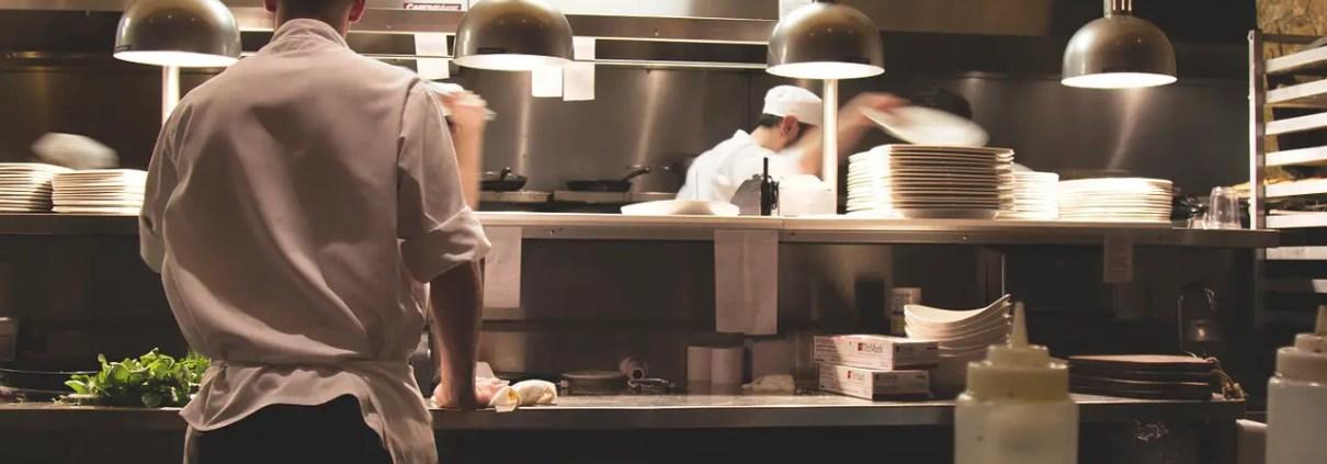 Pixabay: https://pixabay.com/photos/kitchen-work-restaurant-cook-chef-731351/