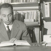Primo Levi Pubblico Dominio https://it.wikipedia.org/wiki/File:Primo_Levi_(1960).jpg