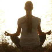Yoga, https://pixabay.com/it/photos/meditare-meditazione-sereno-1851165/, Pexels, CC0