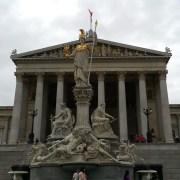 Palazzo del Parlamento austriaco a Vienna, waldomiguez, https://pixabay.com/it/photos/palazzo-del-parlamento-austriaco-1133415/ CC0
