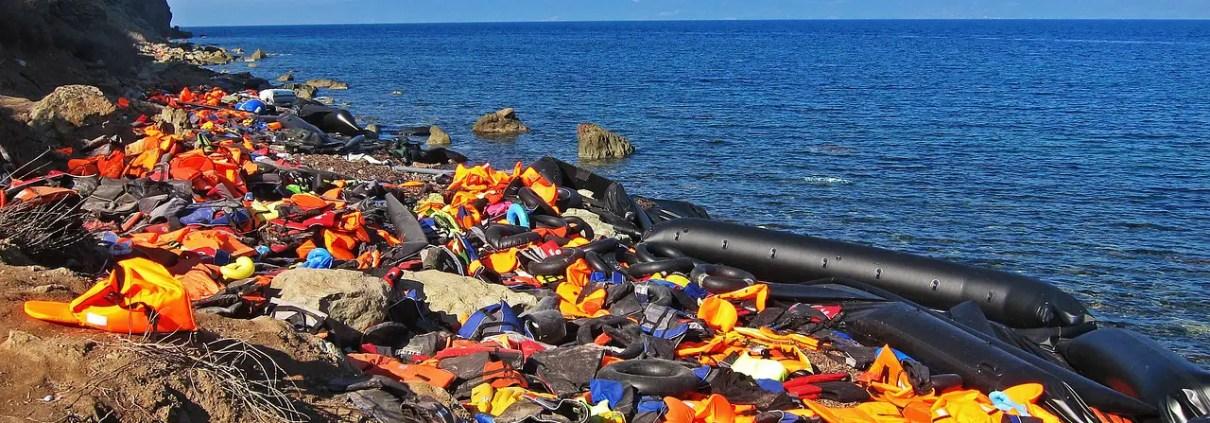 Immigrazione e Mediterraneo, romaniamissions, https://pixabay.com/it/photos/giubbotti-di-salvataggio-siria-3290742/ CC0