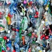 rifiuti, Hans, https://pixabay.com/it/photos/bottiglie-di-plastica-bottiglie-115071/ CC0