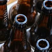 bottiglie di birra, manfredrichter / 1684 immagini, CC0, https://pixabay.com/it/photos/bottiglie-di-birra-bottiglie-vuoto-3151245/