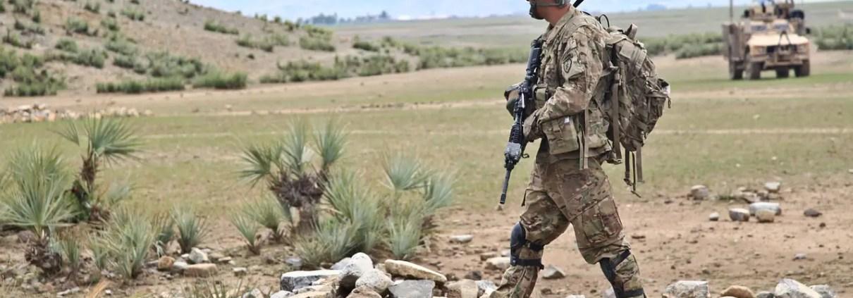 Guerra, ArmyAmber, https://pixabay.com/it/photos/patrouille-esercito-armi-guerra-60776/, CC0.