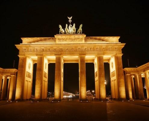 Berlino C jensschoeffel on Pixabay https://pixabay.com/it/photos/porta-di-brandeburgo-berlino-275437/