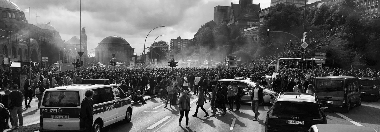 protesta, ©Tama66, https://pixabay.com/it/photos/dimostrazione-hamburg-g20-umano-2477988/