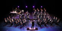 Orchestra C yunje https://pixabay.com/it/photos/insieme-musica-giocato-sassofono-619260/