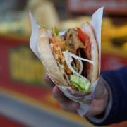 kebab, ©FreeToUseSounds, https://pixabay.com/it/photos/kebab-doner-kebab-tagliente-2451112/
