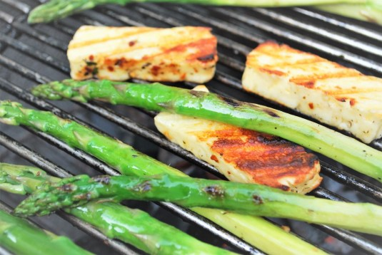 Asparagus and berloumi grill on the barbecue
