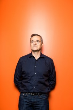 Portrait of Amazon CMO Neil Lindsay