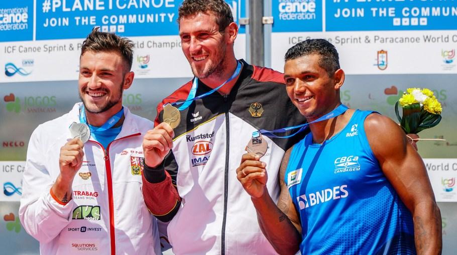 Campeões dos 1000m Martin Fuksa com a prata, Sebastian Brendel com o ouro e Isaquias Queiroz com bronze