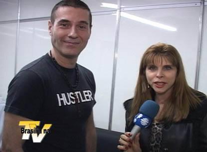 O cantor Dinho Ouro Preto, do Capital Inicial, com Bernadete Alves