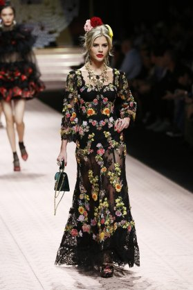MILAN, ITALY - SEPTEMBER 23: A model walks the runway at the Dolce & Gabbana show during Milan Fashion Week Spring/Summer 2019 on September 23, 2018 in Milan, Italy. (Photo by Ernesto Ruscio/WireImage)