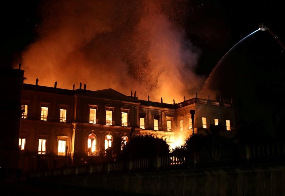Incêndio destrói Museu Nacional do RJ