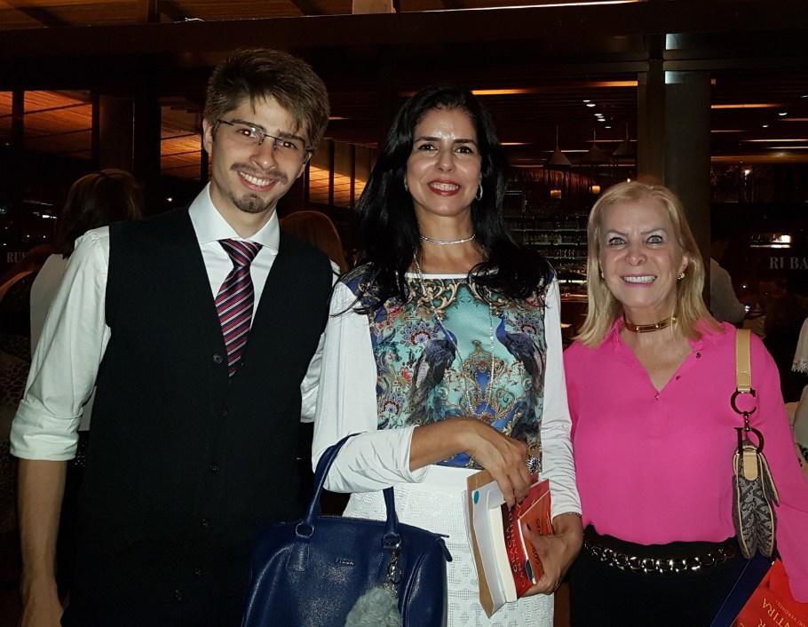 os advogados Gilbert Di Angellis e Sonia Gontijo com a empresária Lúcia Alasmar