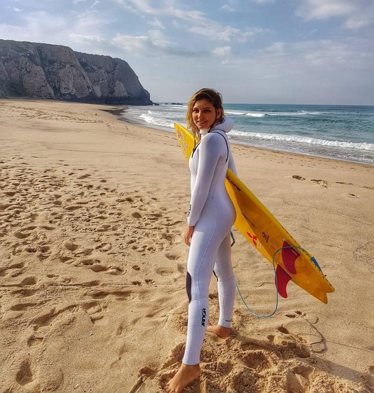 Surfista Maya Gabeira em Nazaré, Portugal