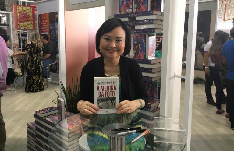 Kim Phuc lança livro no Brasil