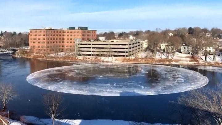 Disco de Gelo no Rio Presumpscot, em Westbrook, Maine, EUA -bernadetealves.com
