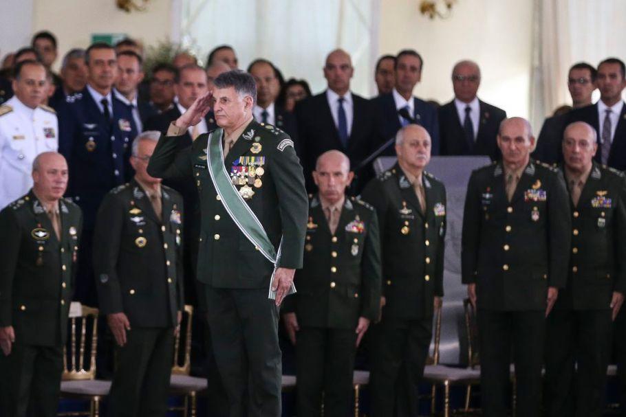 Edson Leal Pujol assume comando do Exército
