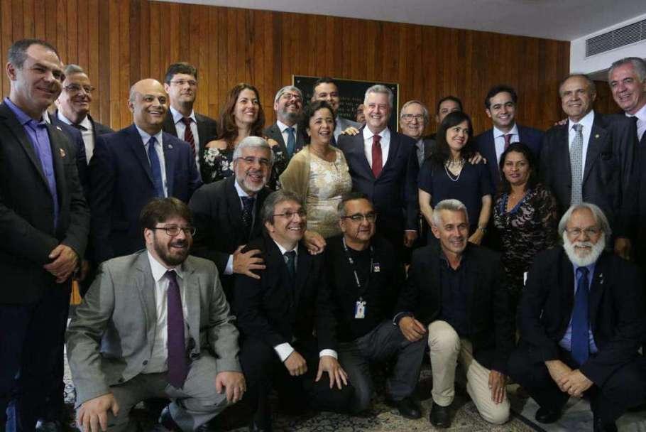 Ex-governador do DF, Rodrigo Rollemberg  com seus parceiros de trabalho