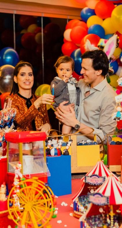 o aniversariante Otávio com a mãe Isabela Gontijo e o pai Alexandre Garcia