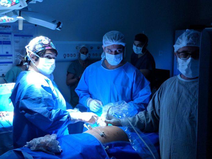 Médicos brasileiros realizam inédita cirurgia intrauterina - Bernadete Alves
