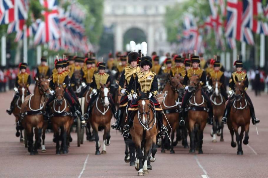 Rainha Elizabeth II comemora 93 anos - Trooping the Colour - Família Real -  Bernadete Alves