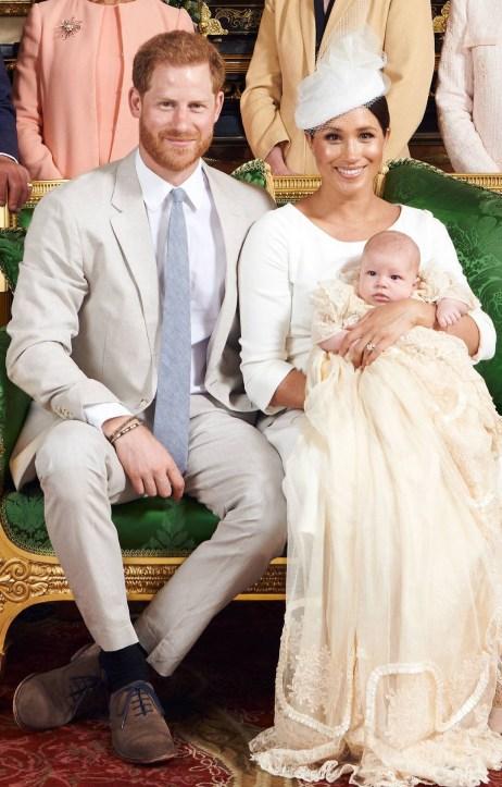 Archie Harrison com os pais príncipr Harry e a duquesa Meghan