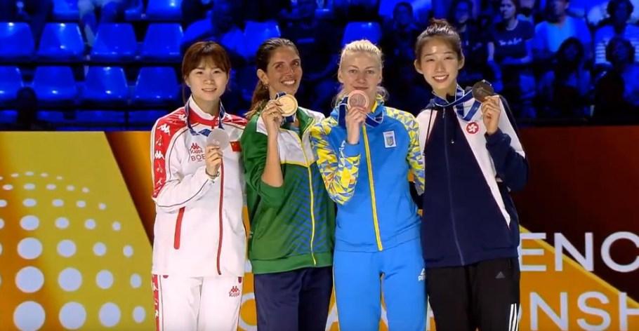 Brasileira Nathalie Moellhausen conquista ouro em Campeonato Mundial de Esgrima - Pódio - Bernadete Alves