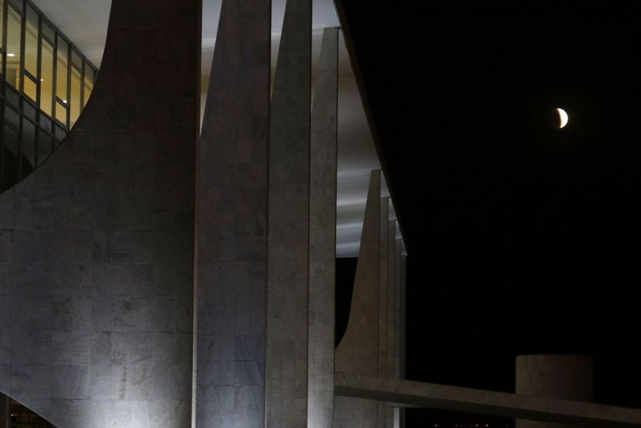 Eclipse parcial lunar - Brasília - 16-07-19 - Bernadete Alves