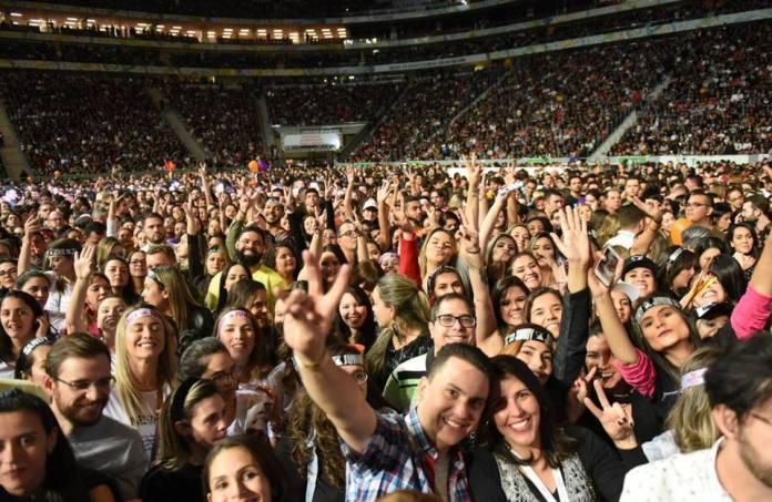 Sandy e Junior empolgam e emocionam brasilienses com superprodução - Fãs - Bernadete Alves