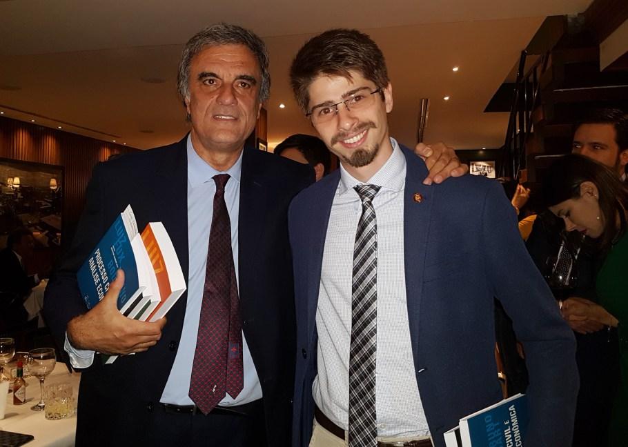 Fux apresenta panorama do Processo Civil em noite de autógrafos - Bernadete Alves