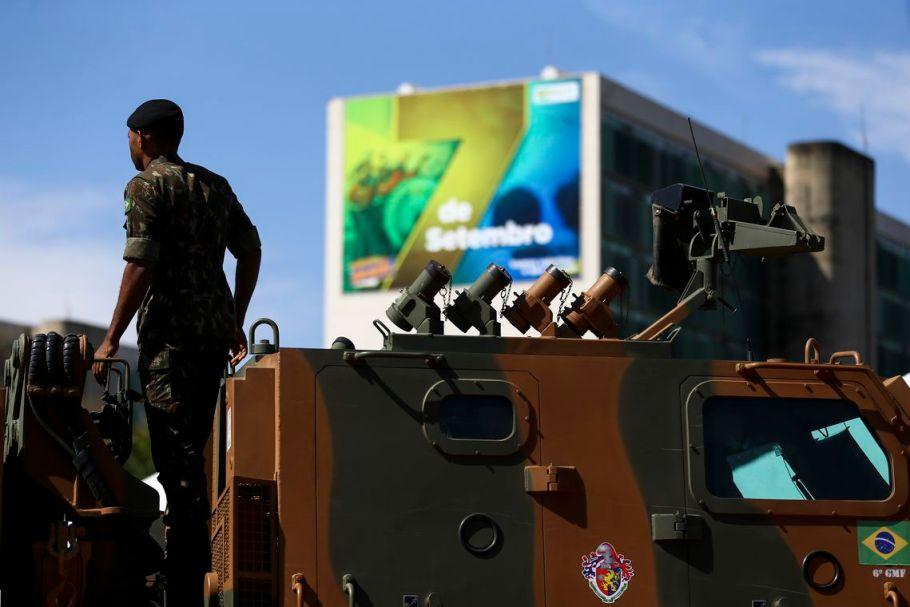 Esplanada dos Ministérios recebe exposição militar - Bernadete Alves