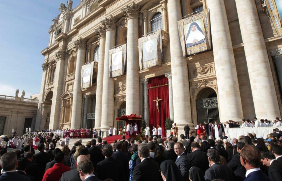 Irmã Dulce é canonizada e se torna Santa Dulce dos Pobres - Bernadete Alves