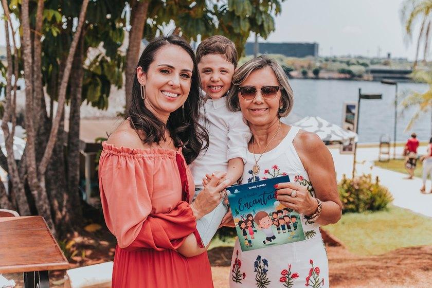 Karine Câmara mostra em livro a importância dos contatos interpessoais - Bernadete Alves