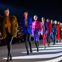 Yves Saint Laurent aposta na sensualidade para o Outono/Inverno 2020